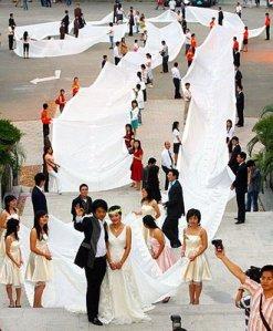 200m-long dress